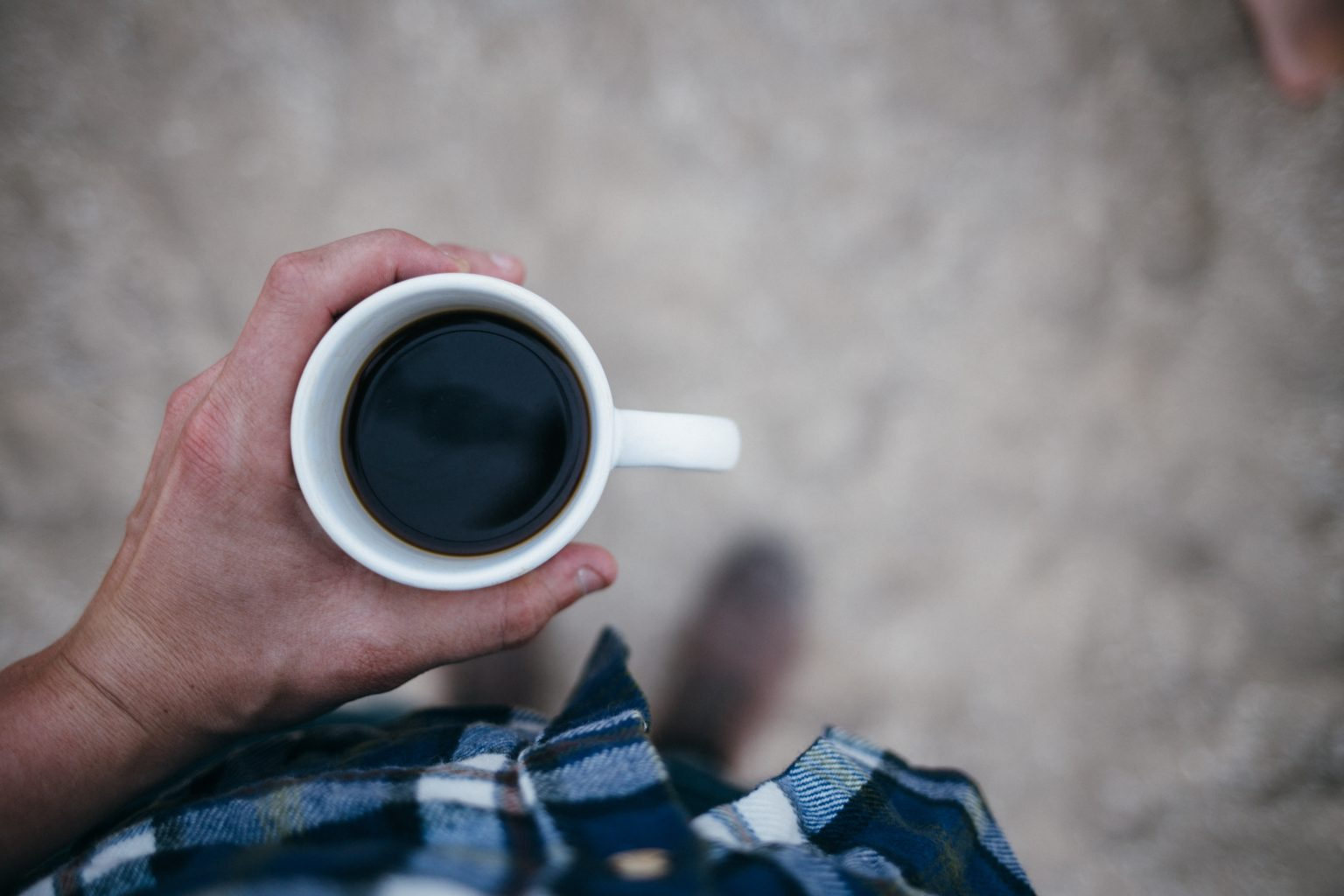 6897e16c «Only two kinds of people drink their coffee black: cops and serial  killers», skriver forfatter Ilona Andrews i romanen Magic Binds, noe vi  også får ...